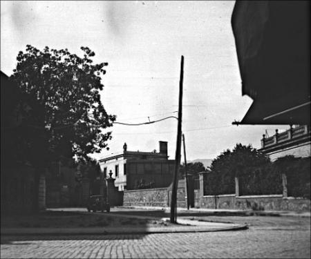 Vista de la entrada de la prisión de Les Corts.