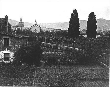 Vista de l'hort amb el Convent del Bon Consell al fons. S/f.