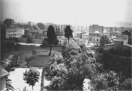 Vista del huerto, con el caserío de Les Corts al fondo. 1950-1952.