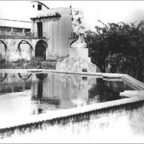 Otra vista del estanque del jardín. 1950