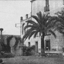 Jardín y patio de entrada de la prisión de Les Corts.