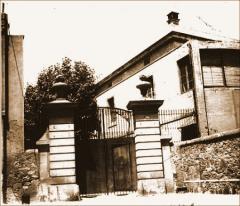 Portalón de entrada de la cárcel de Les Corts. Calle Joaquim Molins, 11. Archivo Histórico de Les Corts (AHLC).