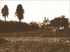 Vista del huerto con el Asilo del Buen Consejo al fondo. Archivo Histórico de Les Corts (AHLC).